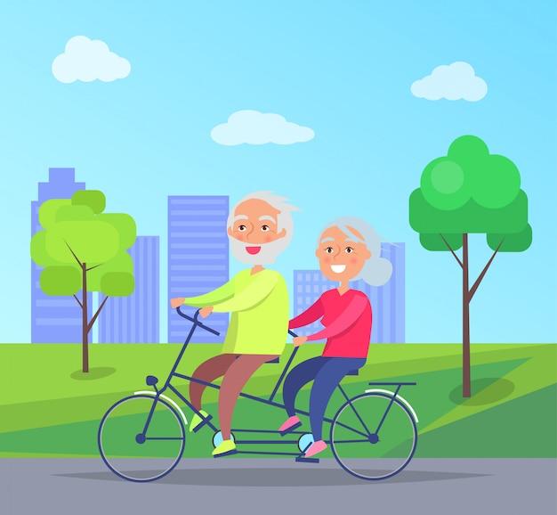 Feliz, par maduro, montando, junto, ligado, bicicleta