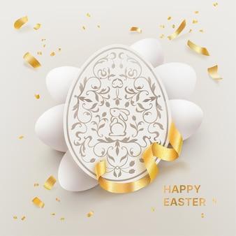 Feliz páscoa com papel de corte decorativo ovo de páscoa e ovos brancos com confete dourado