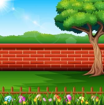 Feliz páscoa na natureza com um fundo de cerca de tijolo