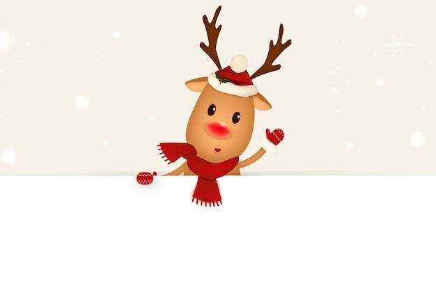 Feliz rena sorridente em pé atrás de um cartaz em branco, mostrando um grande cartaz em branco. personagem de rena de desenho animado com jingle bell e espaço de cópia em branco. ilustração.