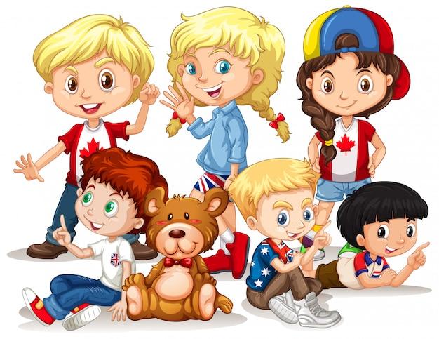Felizes meninos e meninas com ursinho de pelúcia