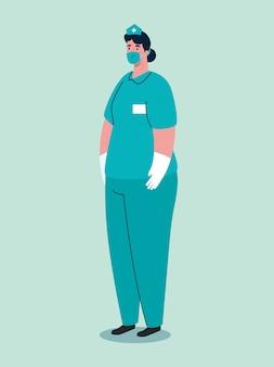 Fêmea de paramédico usando máscara médica durante pandemia covid 19