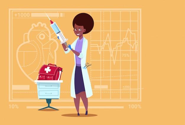 Femininas, doutor, segurando, siringa clínicas médicas, americano africano, trabalhador, hospitalar