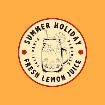 Férias de verão com suco de laranja