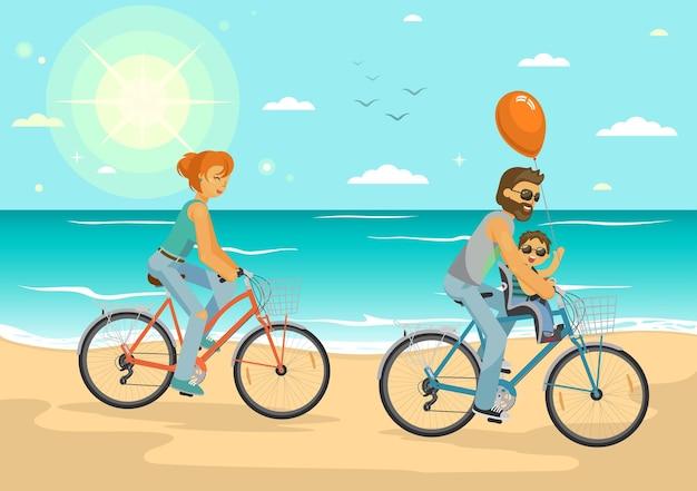 Férias em família feliz pai, mãe e filho pedalando na praia do mar de verão estilo de vida saudável, transporte esportivo