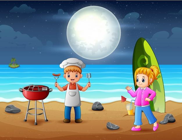 Festa de churrasco na praia com crianças felizes