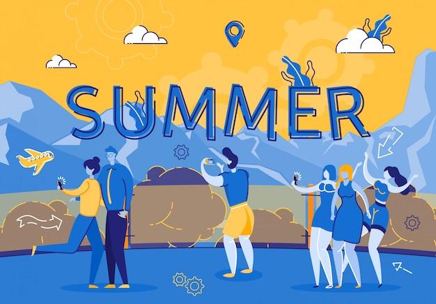 Festa de verão no restaurante do terraço nas montanhas