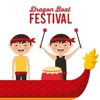 Festival do barco do dragão felizes homens chinees com música de bateria