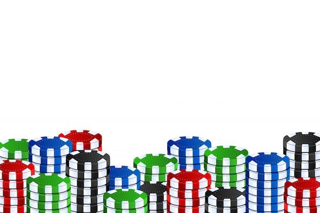 Fichas de casino realistas para decoração e cobertura no fundo branco. conceito de jogo, pôquer e jogo de azar.