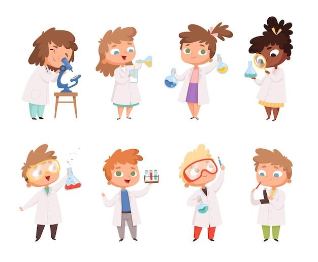 Filhos da ciência. crianças em meninos de laboratório de química e meninas pessoas engraçadas.