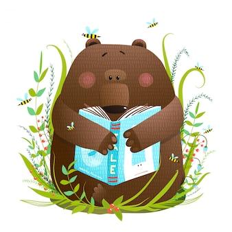 Filhote de urso lendo livro bonito dos desenhos animados