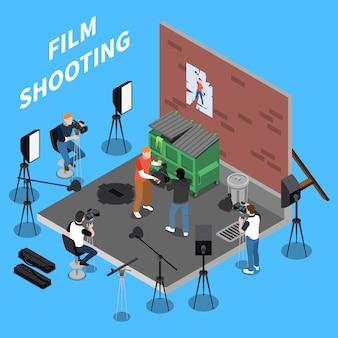 Filmagem isométrica com operadores e atores envolvidos em cena de rua