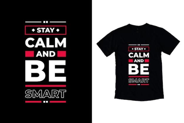 Fique calmo e seja inteligente com citações modernas de design de camiseta
