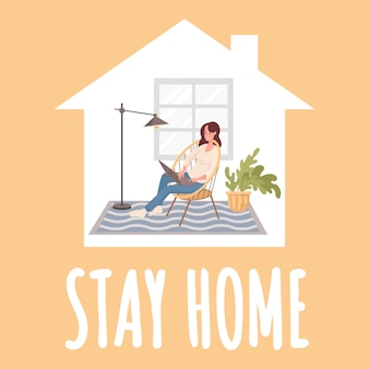 Fique em casa design de cartaz. jovem mulher feliz sentado na cadeira confortável e distância do trabalho no laptop.