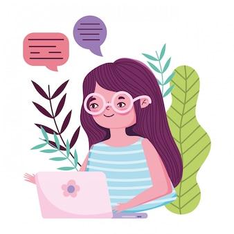 Fique em casa, jovem mulher com laptop conversando sobre prevenção de quarentena, covid 19