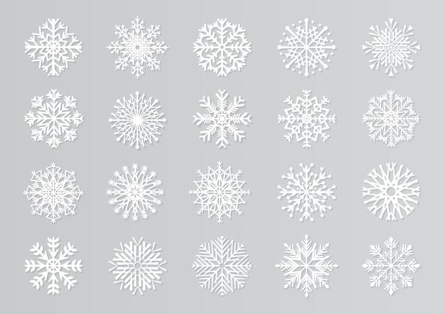 Flocos de neve de corte de papel. modelos de design de natal 3d branco. conjunto de elementos de neve recortados em papel