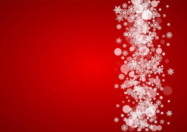 Flocos de neve de natal em fundo vermelho. cores do papai noel. quadro horizontal para banner de inverno, cupom de presente, voucher, anúncios, eventos de festa com flocos de neve de natal. queda de neve para a celebração do feriado