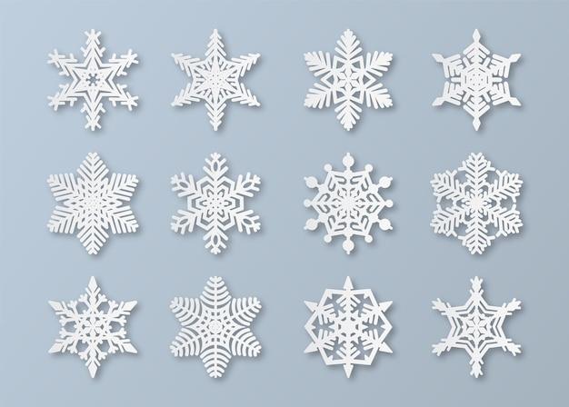 Flocos de neve de papel. elementos de floco de neve de papercut de natal e ano novo. decoração de neve de inverno branca, conjunto de gelo abstrato de origami