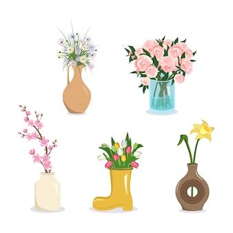 Flores em um vaso buquês de margaridas peônias tulipas narcisos sakura e flores de cerejeira