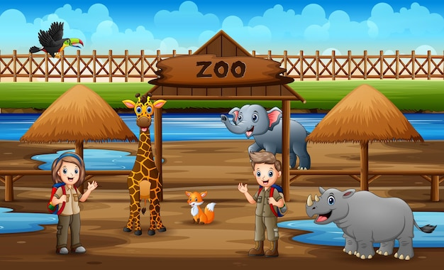 Fofa o escoteiro, menino e menina, observando os animais no parque do zoológico