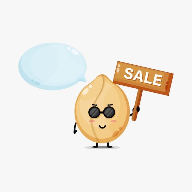 Fofinho mascote de amendoim com placa de venda