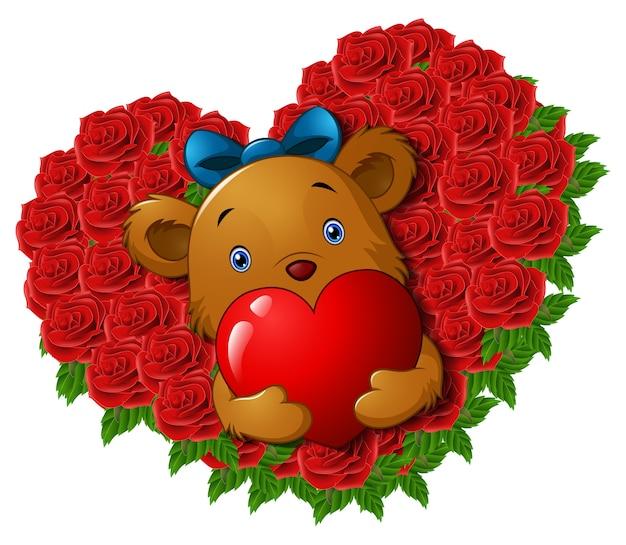 Fofo urso de pelúcia segurando coração vermelho em coração de forma de flor de rosas