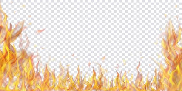 Fogo translúcido, chamas e faíscas em fundo transparente. para uso em ilustrações leves. transparência apenas em formato vetorial