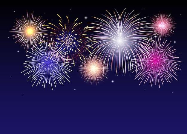 Fogos de artifício brilhantes no céu estrelado à noite