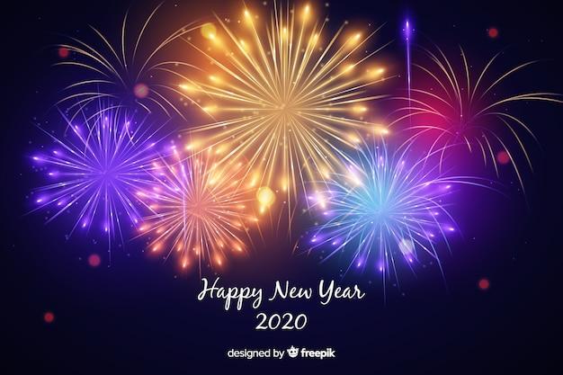 Fogos de artifício coloridos do ano novo 2020