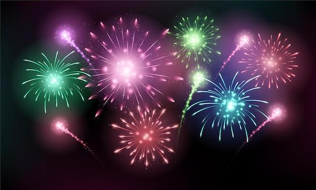 Fogos de artifício coloridos e brilhantes brilham no céu negro