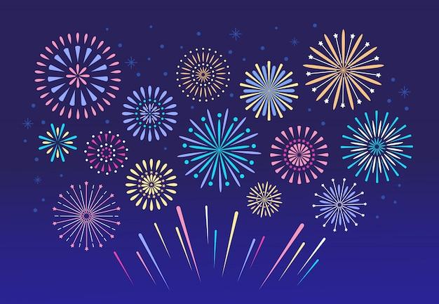 Fogos de artifício coloridos. fogos de artifício de pirotecnia de natal para o conjunto do festival