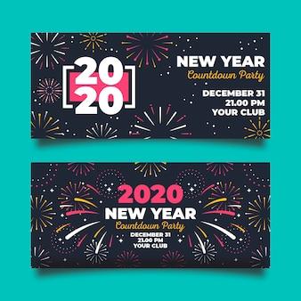 Fogos de artifício coloridos no banner do ano novo de noite 2020