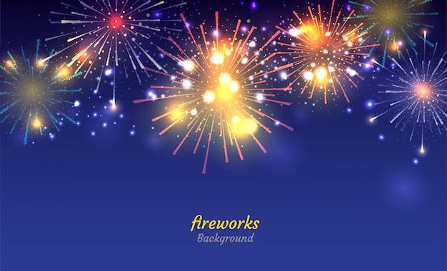 Fogos de artifício coloridos no fundo do céu à noite