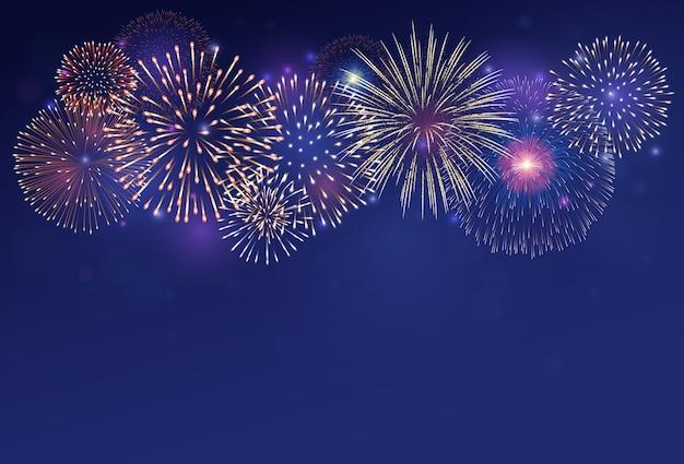 Fogos de artifício no fundo do crepúsculo