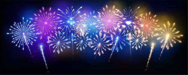 Fogos de artifício panorâmicos coloridos
