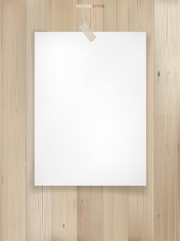 Folha de papel branco em fundo de textura de madeira