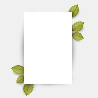 Folha de papel em branco e folhas verdes frescas de primavera