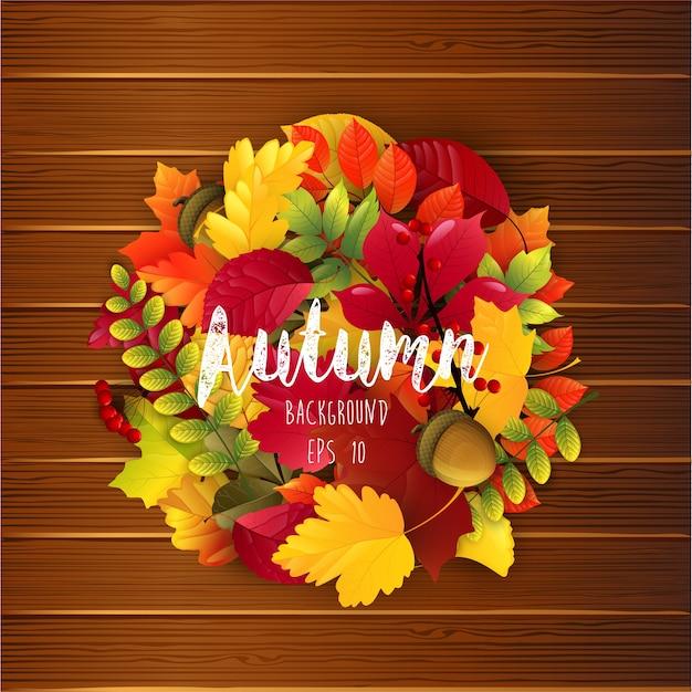 Folhas de outono no fundo de madeira