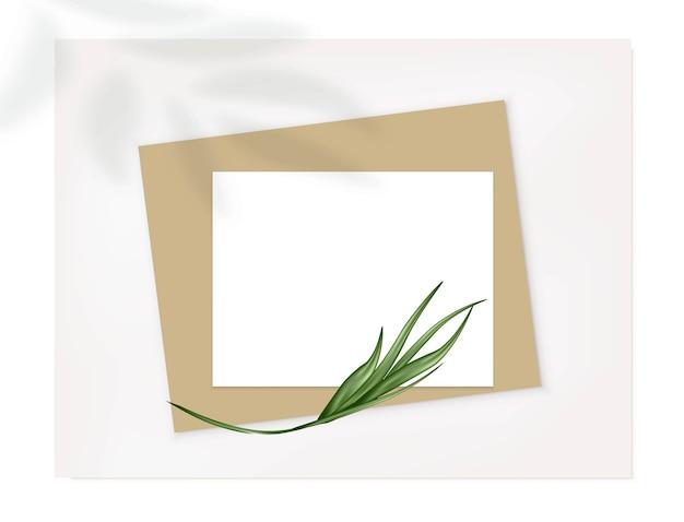 Folhas de papel a4 com folha de palmeira.