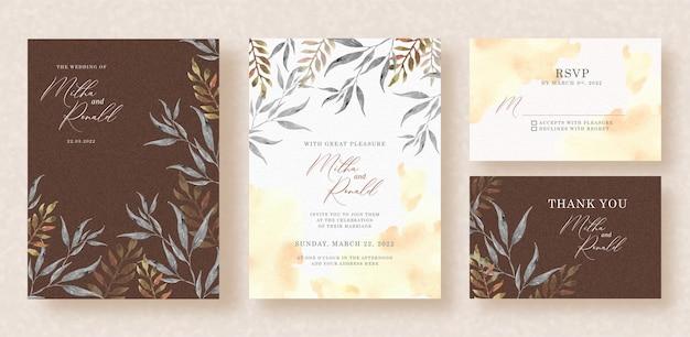 Folhas tropicais com respingos de aquarela no fundo do convite de casamento