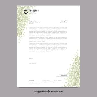 Folheto corporativo com formas poligonais verdes