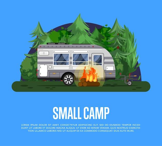 Folheto de acampamento pequeno com reboque de viagem