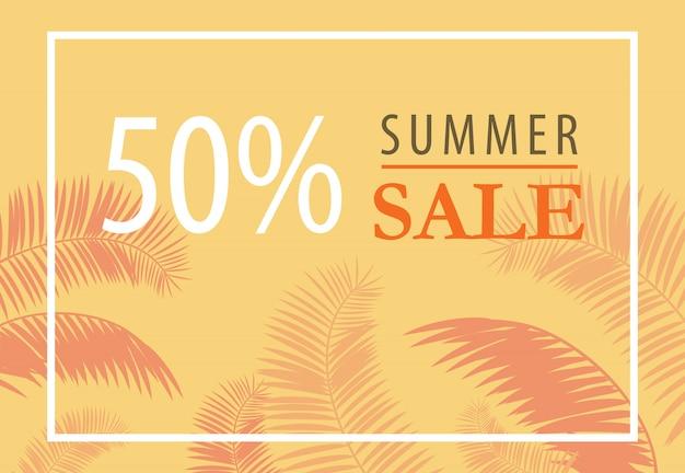 Folheto de cinqüenta por cento de venda de verão com silhuetas de folha de palmeira sobre fundo amarelo.