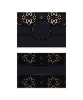 Folheto de cor preta com padrão de mandala dourado