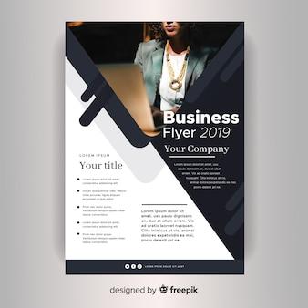 Folheto de negócios corporativos do modelo