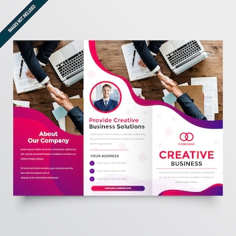 Folheto de negócios moderno com três dobras onduladas