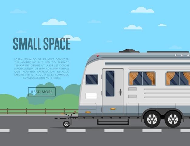 Folheto de pequeno espaço de viagem com reboque de acampamento