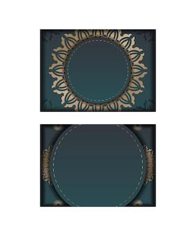 Folheto de saudação com gradiente de cor verde com luxuosa ornamentação de ouro preparada para tipografia.