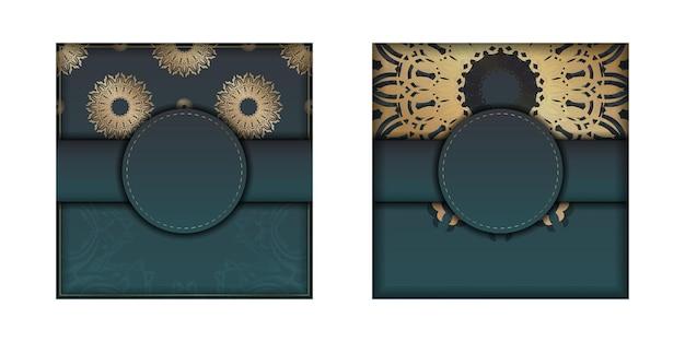 Folheto de saudação de gradiente verde gradiente com ornamento de ouro vintage pronto para imprimir.