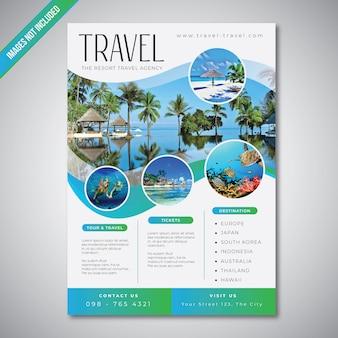 Folheto de viagens e turismo com modelo de cor do mar azul